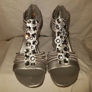 Style & Co Silver Wedge size 7